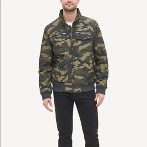 NWT Tommy Hilfiger Mens Camo Water Wind Resistant